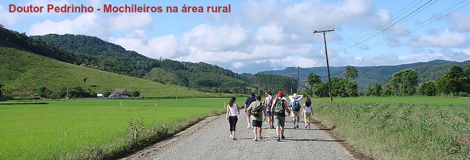 Doutor Pedrinho - Mochileiros na área rural com legenda