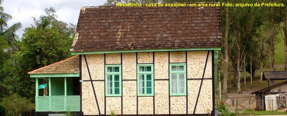 Guabiruba - Residência - casa de enxaimel - em área rural. Foto: arquivo da Prefeitura.